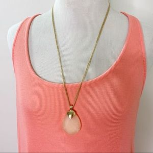C1946 Gold Tone Pink Stone Pendant Necklace